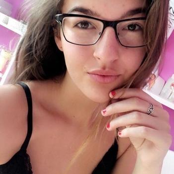 21 jarige meid, Vally zoekt sexcontact met man in Waals-Brabant
