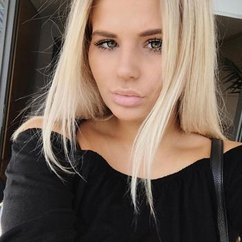 21 jarige meid, peec zoekt sexcontact met man in Waals-Brabant