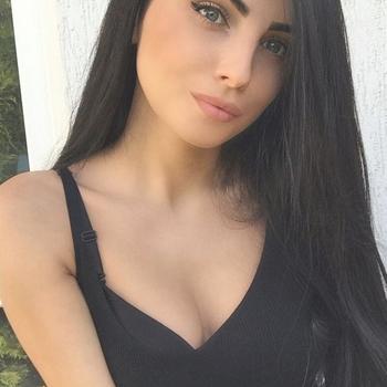 25 jarige vrouw uit Sint-Pieter-Leeuw zoekt sex